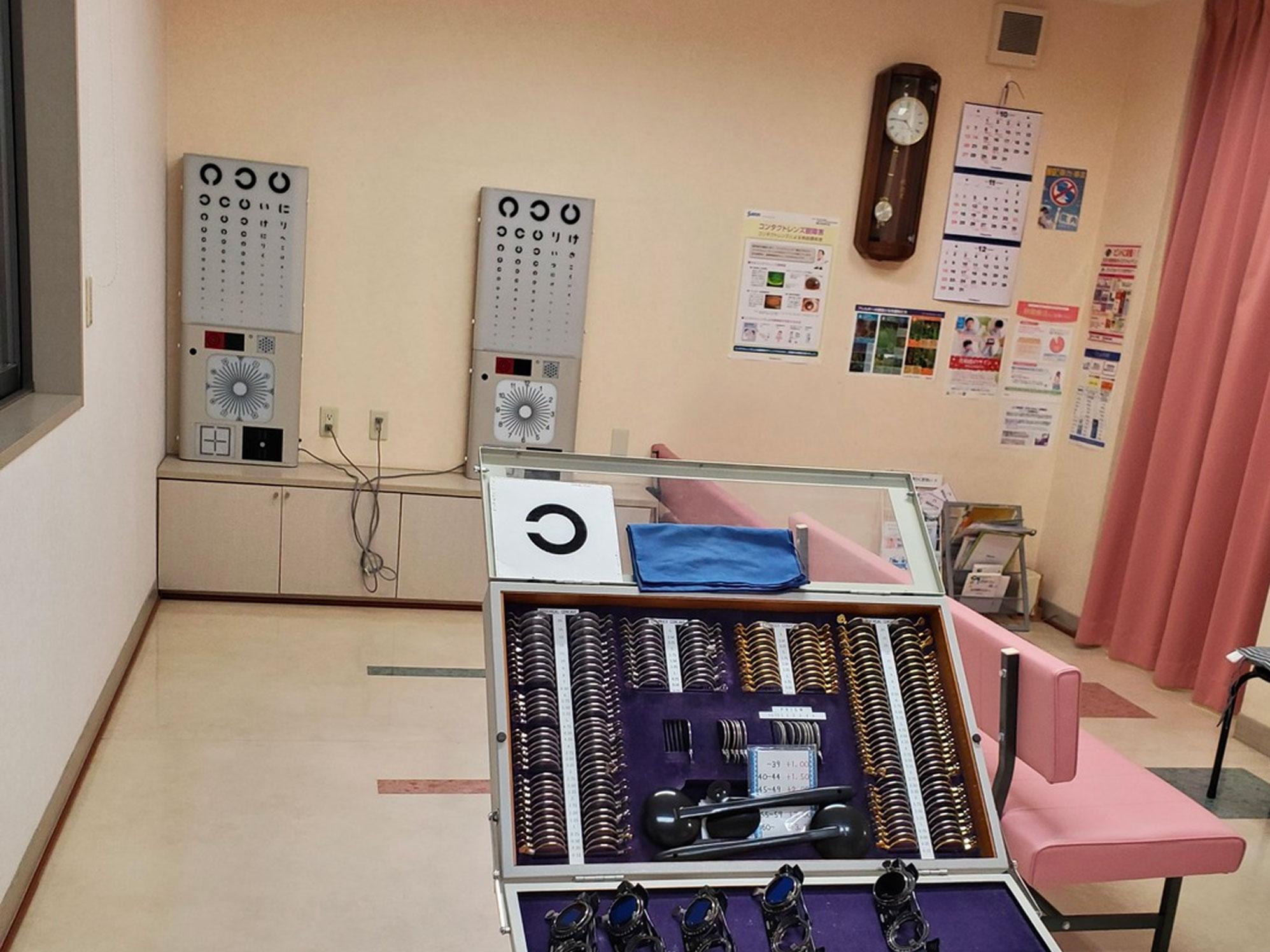 視力検査室